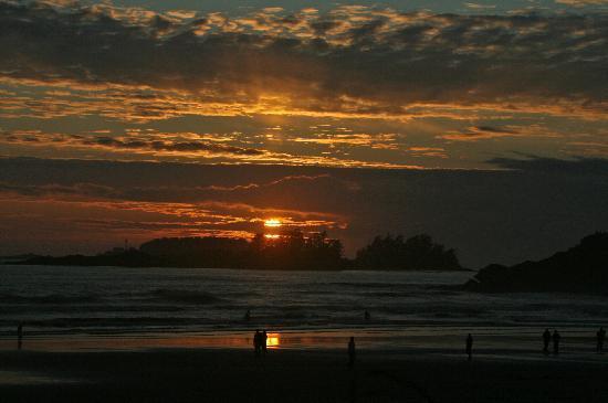 Long Beach Lodge Resort : Sunset 2