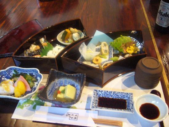 Hakata Hyakunenkura: 食べかけてからあわてて撮りました