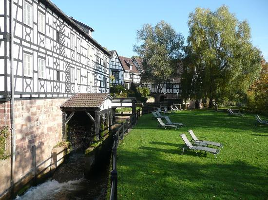Wartmannsroth, Germany: Blick auf Mühlrad und Liegewiese