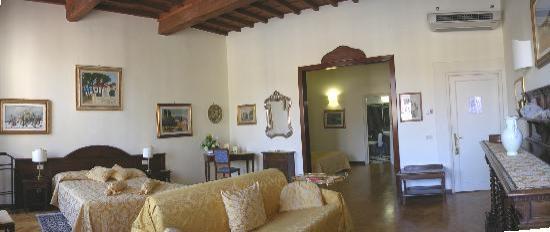 سوجيرونو أنتيكا توري: Suite Golden Room