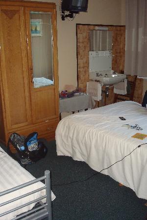 """Hotel Lehouck : adjoining bedroom for """"family room"""""""