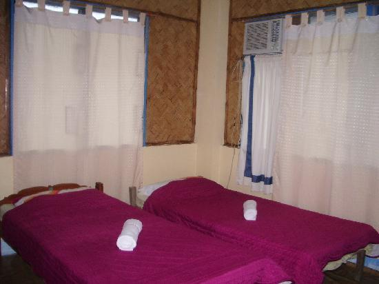 Jendi Seafront Lodge: Rooms in lodge
