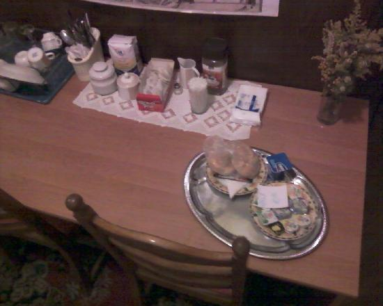 Janexim Krakow Guest Rooms & Apartments : Das Frühstücksbüffet :((