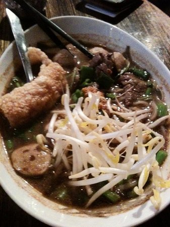 Chat Thai: BOAT NOODLES SOUP WITH BEEF