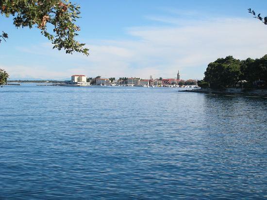 Hotel Laguna Mediteran: View across to Porec from near the Mediteran