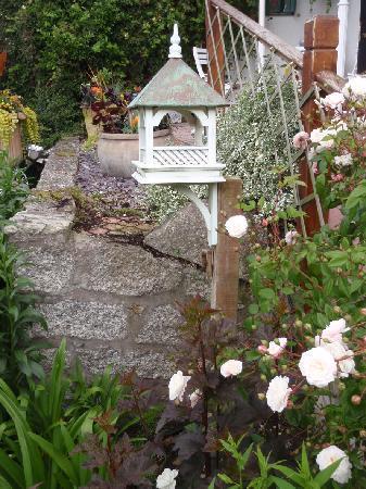 Bosanneth Hotel: Garden at Back Porch