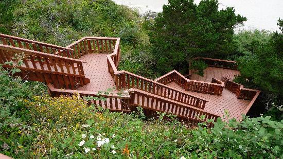 Agate Beach Motel: stairs to beach