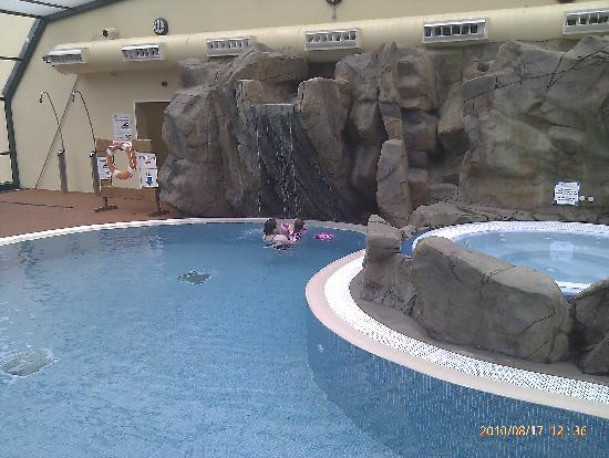 Cardigan Bay Holiday Park: great pool