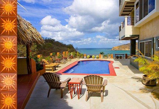 Casa Del Soul: Pool overlooking ocean