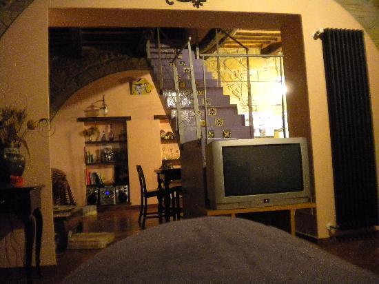 La Casa dei Carrai: il salone in comune e la scala che va alle camere