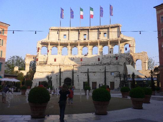"Hotel ""Colosseo"" Europa-Park: Vista dal bar"