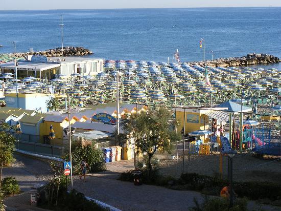 Hotel Amarcord Misano: VISTA DA una camera