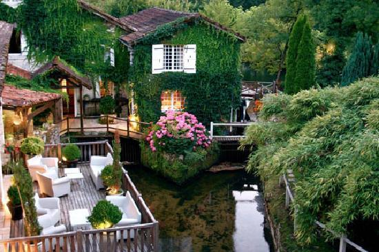 Le Moulin du Roc : A view of the terrace behind the hotel