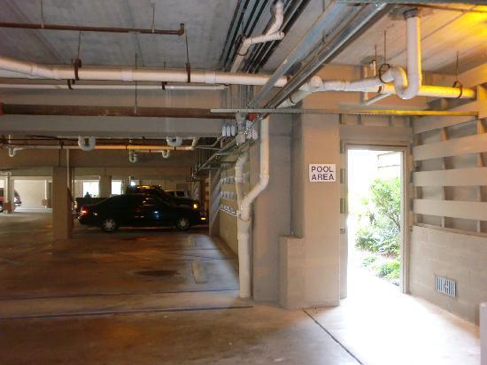 Hilton Garden Inn Hilton Head: Garage (einzige Weg zum Pool)