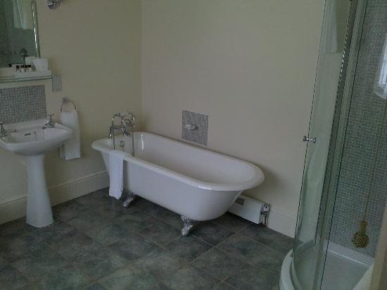 Three Acres Country House: Bathroom