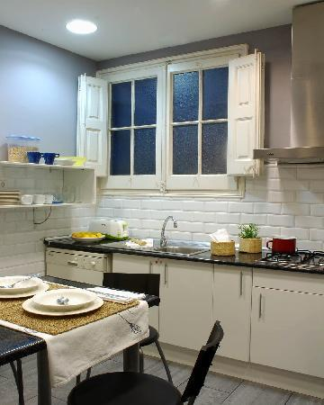 AinB B&B Born-Via Laietana: kitchen