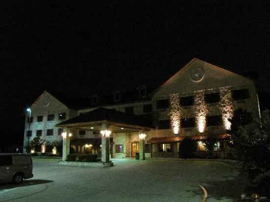 BEST WESTERN Dinosaur Valley Inn & Suites: Best Western at night