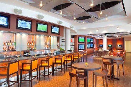 Champions Sports Bar : Full Length Bar