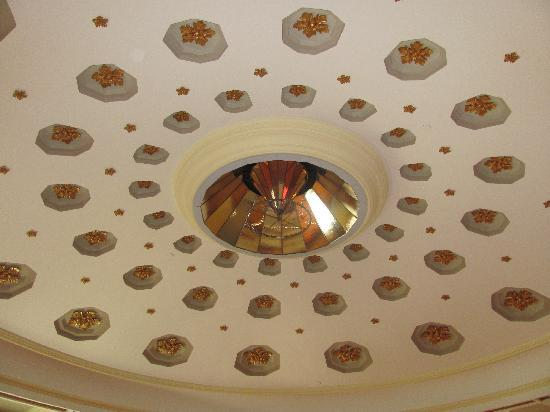Old Capitol Museum: Old gas lighting fixture