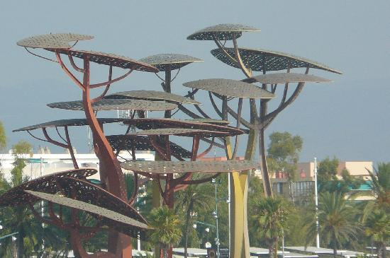 Best Sol Dor: La Pineda Sculpture