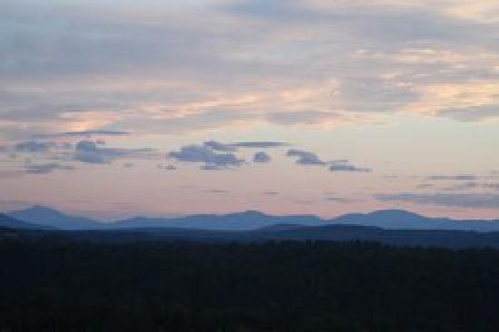 Days Hotel & Conference Center - Methuen MA: AUGUST SUNSET VT.