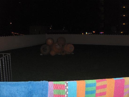 Myseahouse Flamingo: Ausblick auf den Rasen am Balkon
