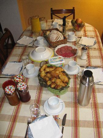 BarcelonaBB: Frühstückstisch