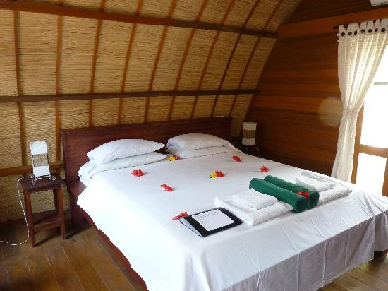 Manta Dive Gili Air Resort: lit  hôtel