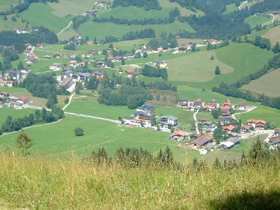 Niederau, Oostenrijk: Looking down on the Hotel after a steep walk to the top!