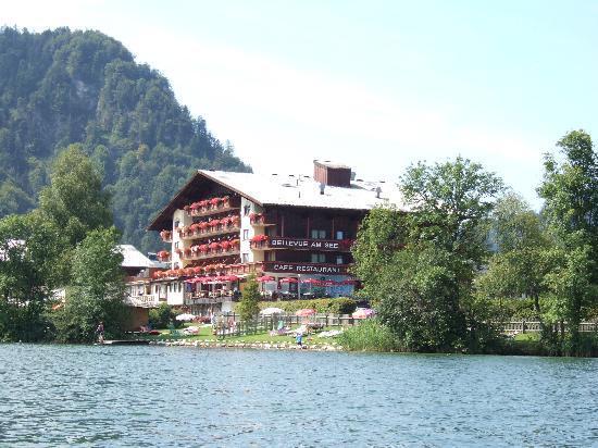 Ferienclub Bellevue am See: Blick vom See auf das Hotel