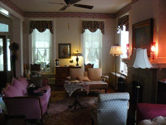 Amanda Gish House: Common Area 2
