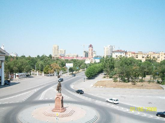 Volgograd Hotel: View of Ploshad from my window