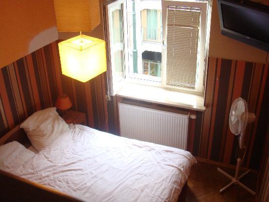 Kadetus Aparthotel: cama