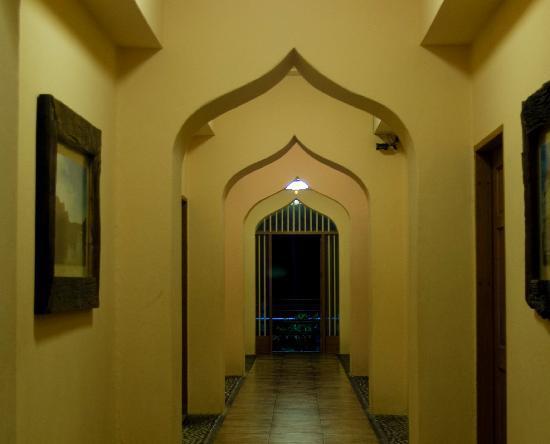 Java Hotel: hallway