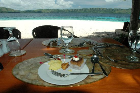Club Paradise Palawan: Lunch on the beach