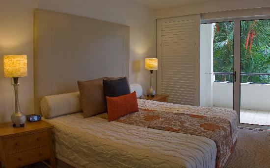 Mandalay & Shalimar Luxury Beachfront Apartments: Master Bedroom