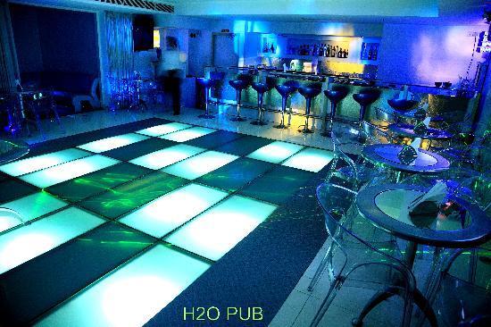 Harrisons Hotel: H20 - TRENDY BAR
