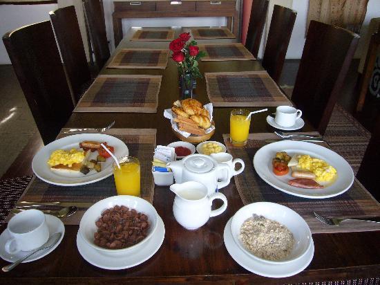 Gending Kedis Villas & Spa Estate: daily breakfast at the villa