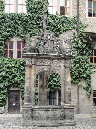 Schloss Merseburg, Innenhof Brunnen