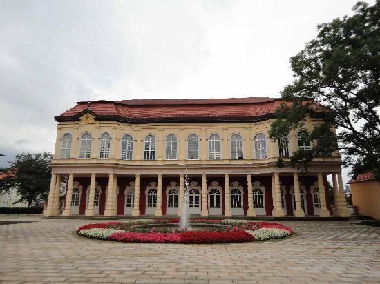 Palais vom Schlossgarten aus