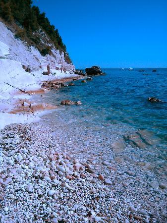 Stella Hotel: Spiaggia dei Sassi Neri