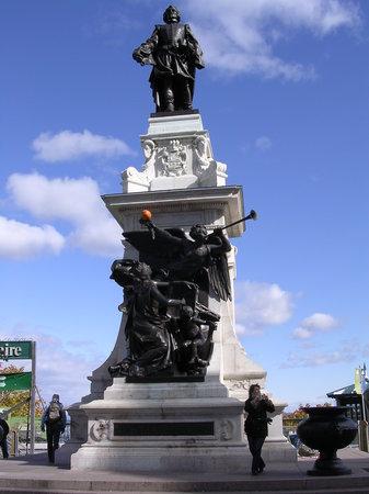 Terrasse Dufferin : Champlain Statue