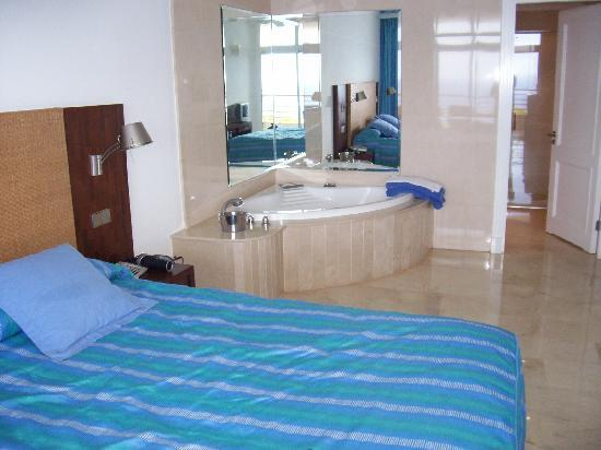 Club Monte Anfi: Bedroom and jacuzzi