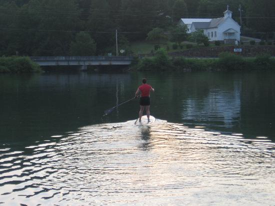 Boundary Waters Resort & Marina: SUPing on Lake Chatuge just off our dock