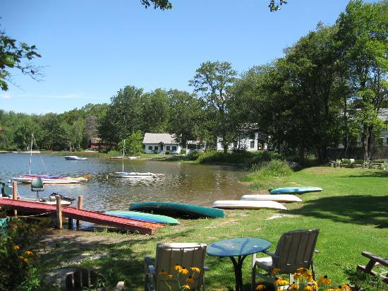 Pine Grove Cottages: Kayaks