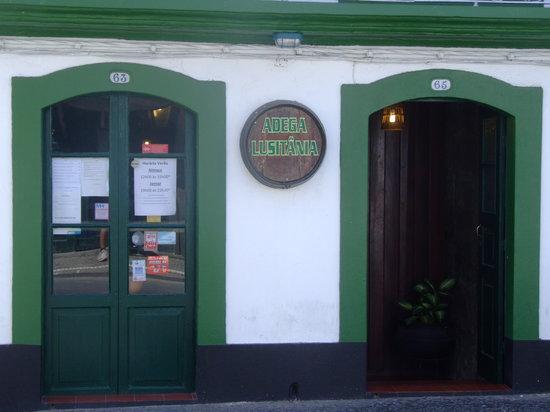 Restaurant Adega Lusitania: the front door