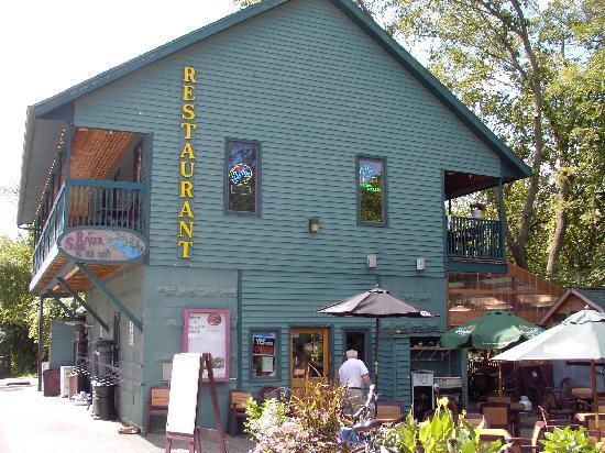 Riverside on the Root : Restaurant, decks and patio