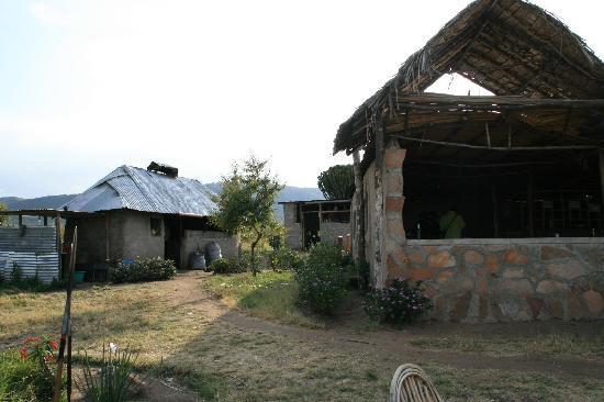 Masai Mara Manyatta Camp : kitchen behind the restaurant