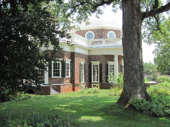 Charlottesville, VA: Frontside of estate