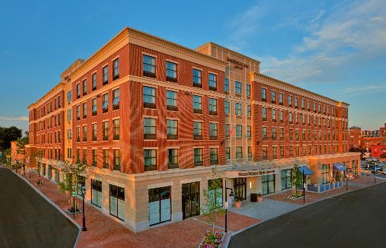 Residence Inn Portsmouth Downtown/Waterfront: Hotel Exterior & Conference Center